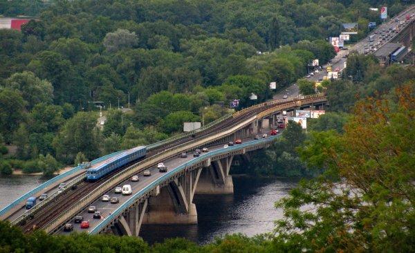 Специалисты предсказали обрушение моста через Днепр в Киеве
