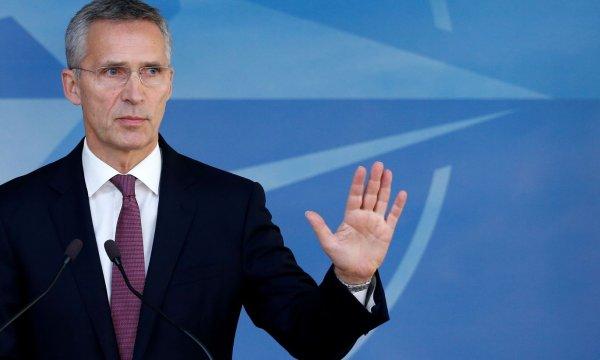 Столтенберг: НАТО не хочет изолировать Россию, но санкции отменять не станет
