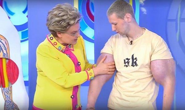Кирилл Терёшин показал Малышевой, на что способны «руки-базуки», подняв автомобиль