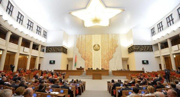 КГБ Беларуси задержал нескольких высокопоставленных чиновников за взятки