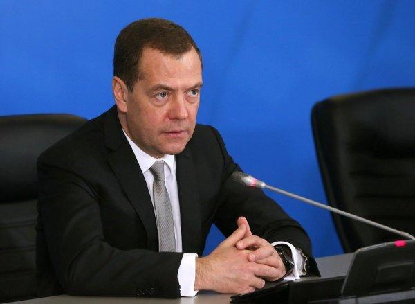 Медведев признал, что процессы в России регулируются «криво»