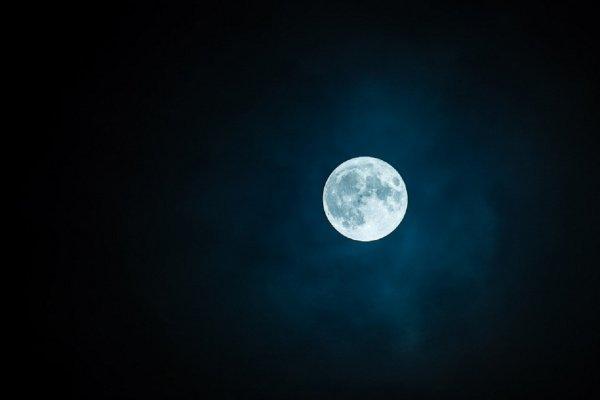 «Падение» Луны на Землю запечатлели на камеру