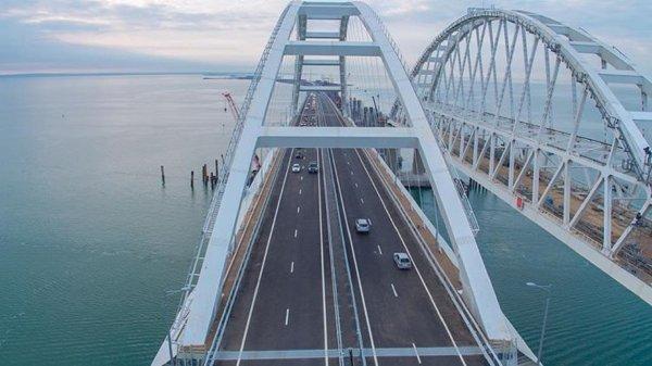 В День России в московских парках покажут фильм о строительстве Крымского моста