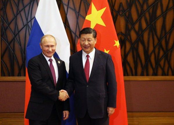 Путин подарил Си Цзиньпину русскую кедровую баню