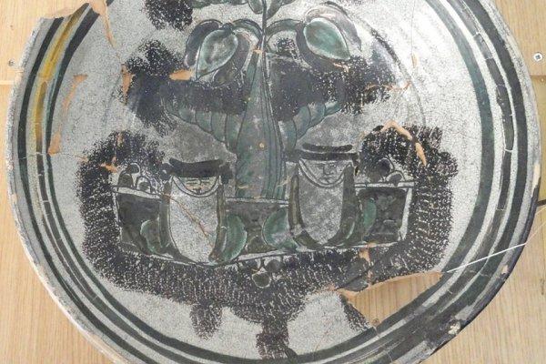В Калининграде археологи нашли древние рисунки таинственных существ