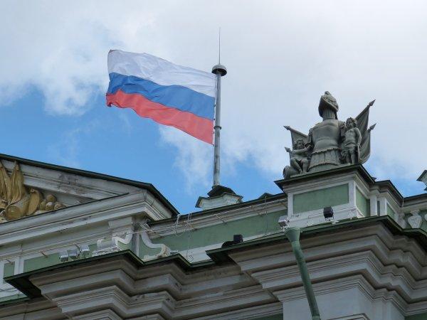 Половина россиян не знают о празднике, который отмечают 12 июня