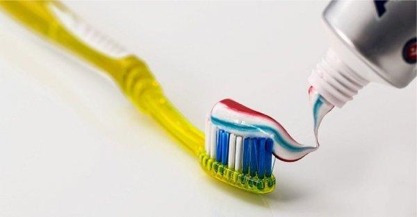 Дерматологи: Зубная паста не избавит от прыщей