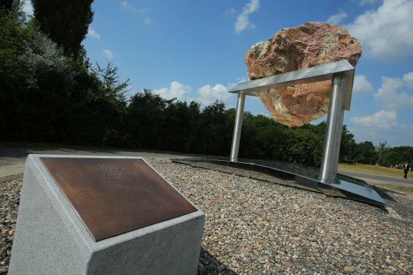 На открытии монумента в честь жертв концлагеря в Терезине выступил Вячеслав Моше Кантор