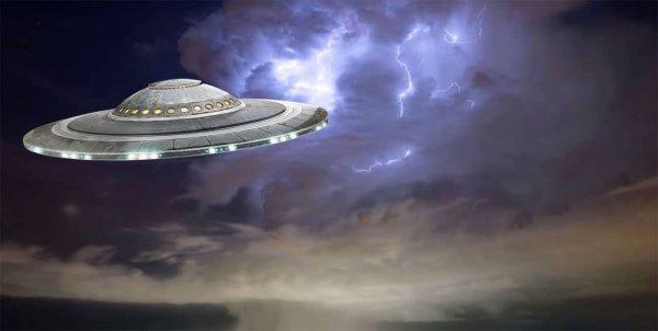 Россияне в шоке от огромного НЛО, который появился в Москве