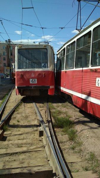 «Как такое может быть?»: в Омске произошло ДТП с участием двух трамваев