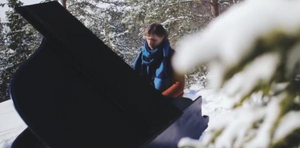 Пианист из Санкт-Петербурга сыграл на рояле в горах Карелии