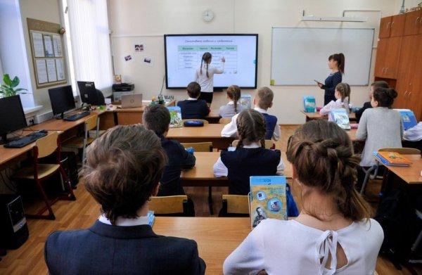 Учителя 438 школ Москвы получают ежемесячную городскую надбавку за развитие «МЭШ»