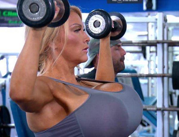 Американка может лишиться своей силиконовой 10-килограммовой груди