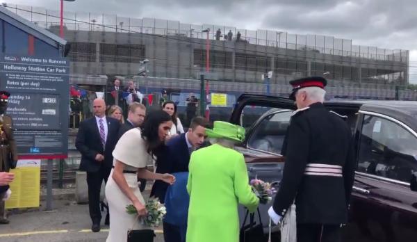 Меган Маркл опозорилась во время совместной поездки с Елизаветой II