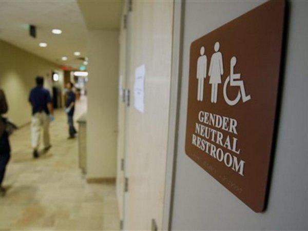 Компания ВВС обеспечит туалетами сотни сотрудников-трансгендеров