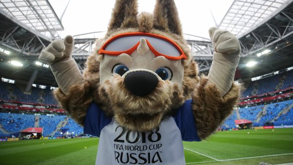 Лукашенко сыграл в футбол с волком Забивакой