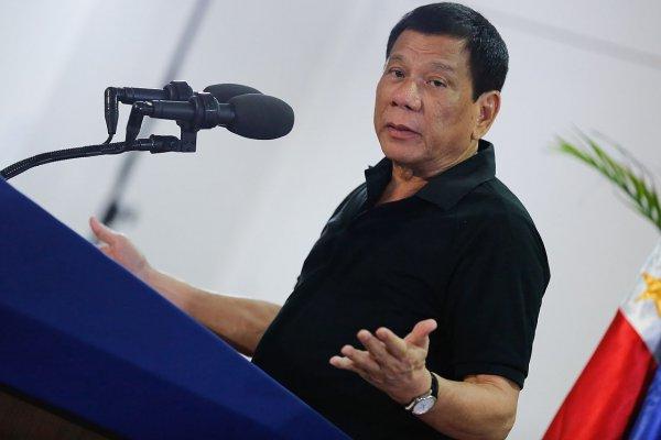 Президент Филиппин бесплатно раздаст гражданам оружие
