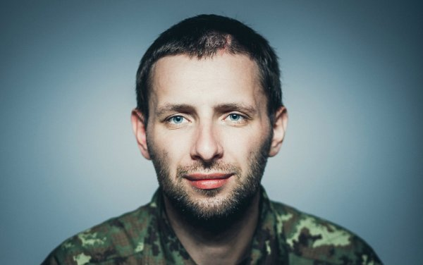 Владимир Парасюк опять устроил драку в зале Верховной Рады Украины