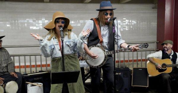 Кристина Агилера инкогнито спела в нью-йоркском метро
