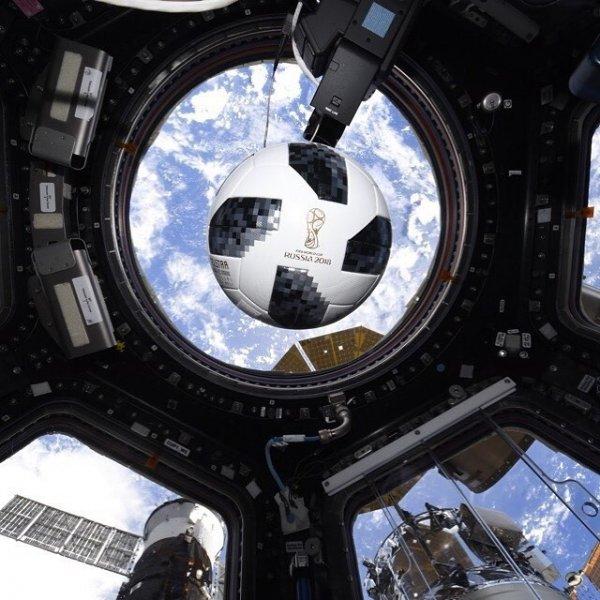 Космонавт Олег Артемьев показал, как выглядят российские стадионы с высоты 430 километров