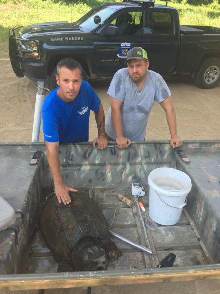 Рыбаки из Оклахомы выловили огромное ужасное чудовище