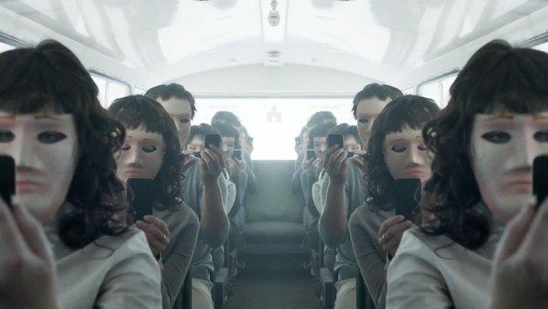 Съемочной группе «Черного зеркала» запретили смотреть друг на друга дольше 5 секунд