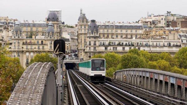 В Париже ограничили движение поездов из-за родов женщины