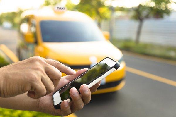 Клиенты готовы платить натурой за поездку в такси Краснодара