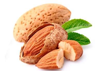 Названы семь полезных свойств миндальных орехов
