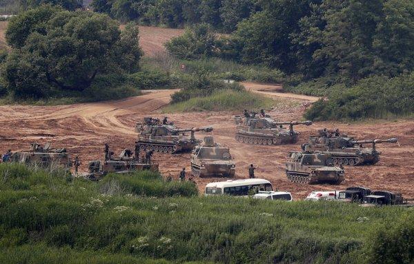США временно отказались от военных учений с Южной Кореей