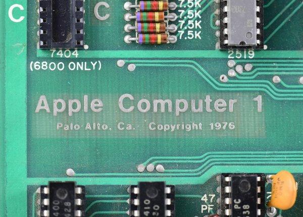 Первый Apple-I Computer был продан на аукционе за 210 тысяч долларов