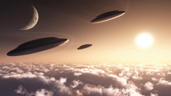 Множество НЛО устроили световое шоу и напугали целый Лондон