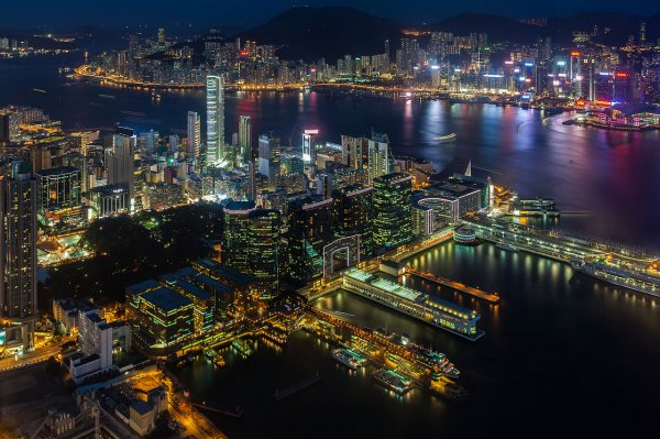 Гонконг признали самым дорогим городом в мире для проживания экспатов