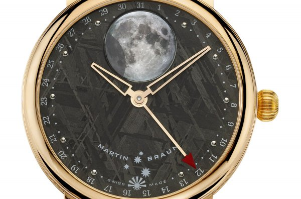 Циферблаты швейцарских часов сделаны из породы метеорита