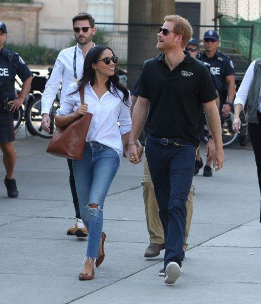 Дырявые джинсы с распродажи: Меган Маркл продолжает нарушать правила дресс-кода королевской семьи
