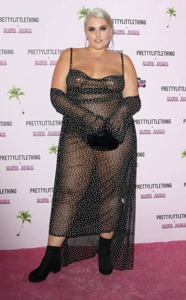 Модель plus-size шокировала фанатов прозрачным платьем на красной дорожке