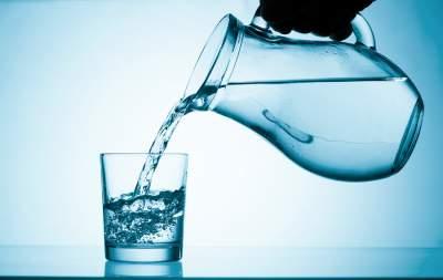 Медики объяснили, в каких ситуациях нужно пить меньше воды