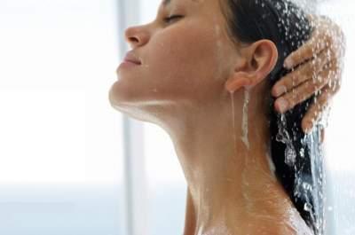 Медики объяснили, почему вредно спать с мокрыми волосами