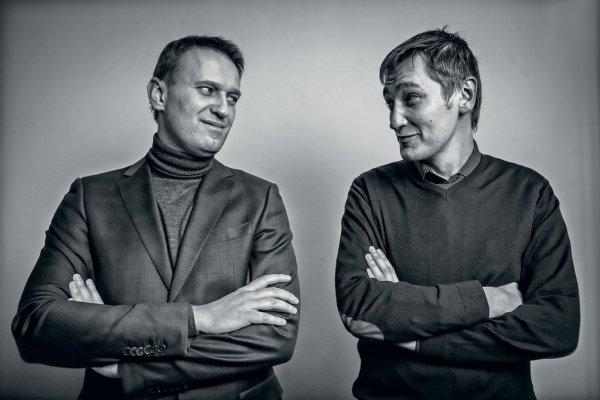 «Жду тебя, брателло!»: Олег Навальный выходит на свободу