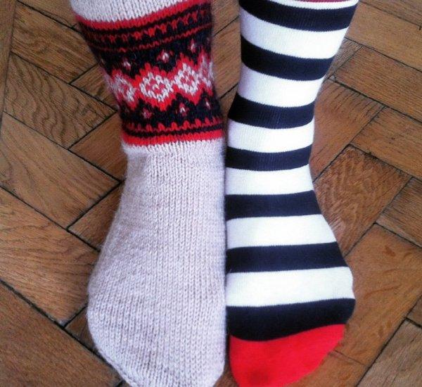Ученые: Секс в носках способствует женскому оргазму