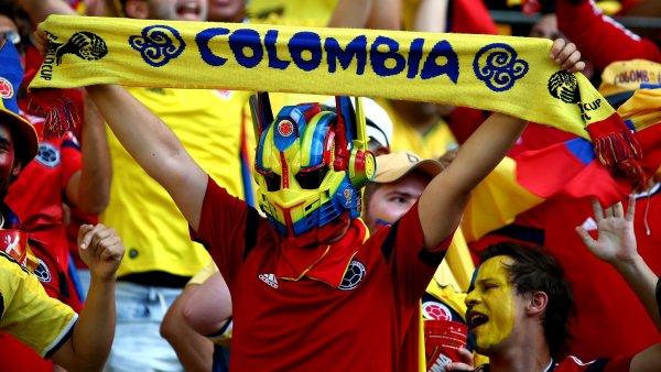 Колумбийца заставили извиниться за издевательства над фанатками в России