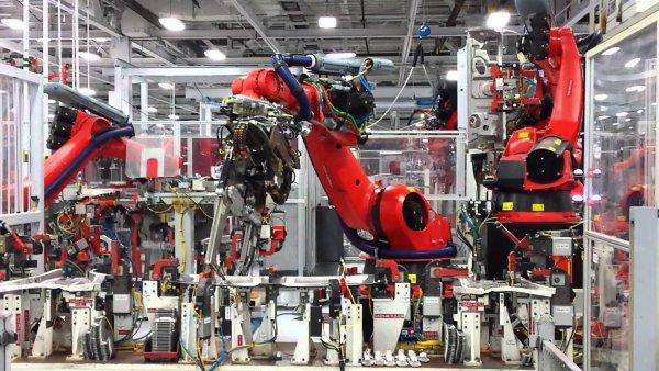 «Эти штуки – новый Терминатор»: Илон Маск поразил подписчиков роботами на производстве Tesla