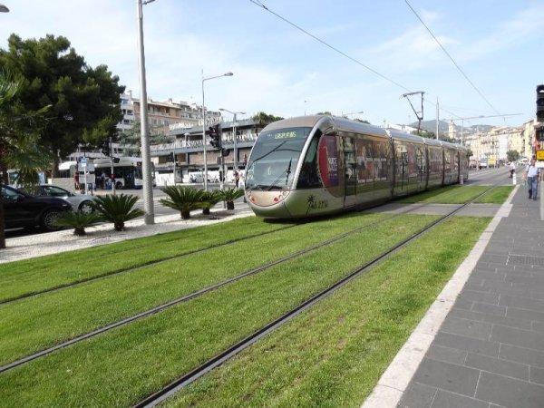 В Ницце запустили трамвай, заряжающийся на остановке менее, чем за 30 секунд