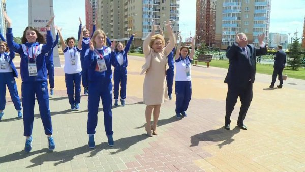«Валя-полстакана»: Валентина Матвиенко рассмешила Сеть неуклюжими танцами под Бузову