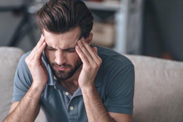 Ученые раскрыли неожиданную причину мигрени у мужчин