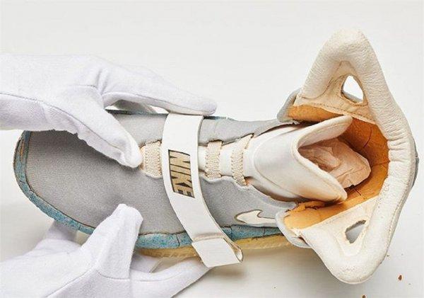 Порванный кроссовок из фильма «Назад в будущее» продали на аукционе за $92 тысячи