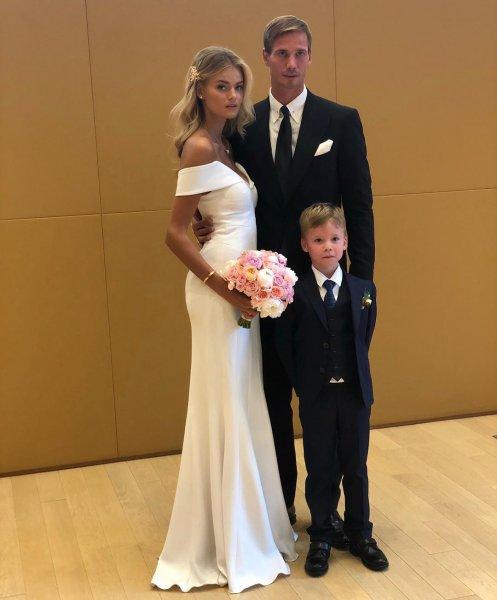 Капитан «Динамо» Антон Шунин женился на модели Victoria's Secret