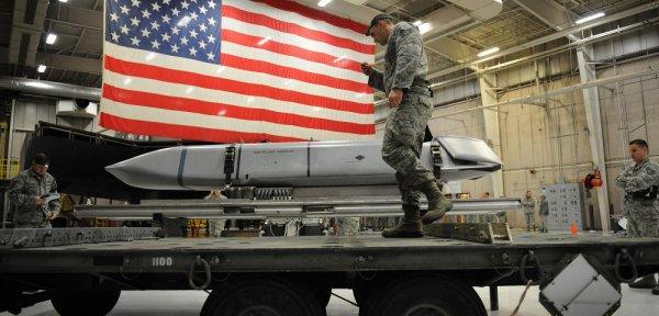 США намереваются разместить на европейских военных базах ядерное оружие