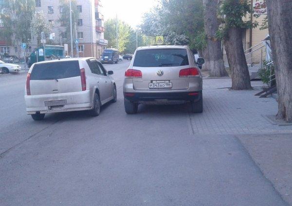 В Брянске на видео попал автохам из администрации