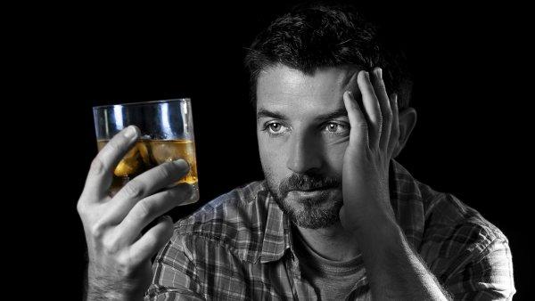 Ученые выяснили, как спиртное превращает мужчину в маньяка